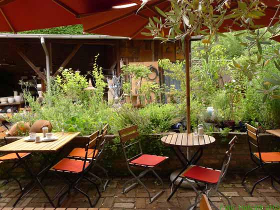 Genießen im Grünen im Hofcafe bei Mutter Fourage