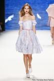 Mädchenhaft: Schulterfreies Petticoatkleid von Lena Hoschek Foto: Frazer Harrison/Getty Images for Lena Hoschek