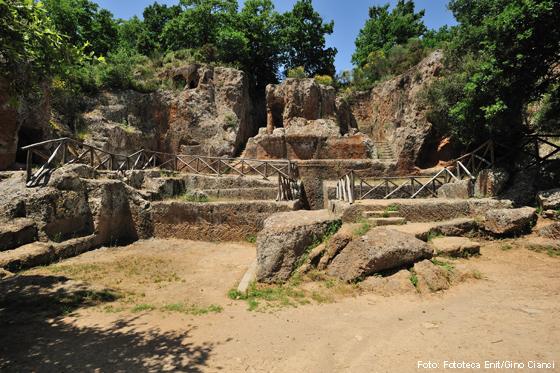 Totenstadt (Nekropole) der Etrusker bei Sovana (Toskana)