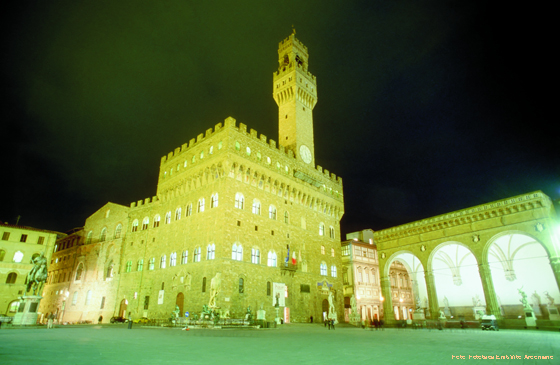 Die Piazza della Signoria mit dem Palazzo Vecchio in Florenz (Toskana)o-Arcomano-tos_0005