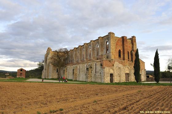 Ruine der Abtei San Galgano nahe Siena (Toskana)
