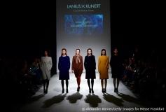 Bunte Strumpfhosen von Kunert passen zu den Kleidern von Lanius