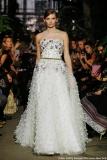 Ein Traum mit Stickerei: das Brautkleid aus der Lena-Hoschek-Kollektion