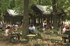 Ein Kaffee unter Bäumen - mitten in Paris