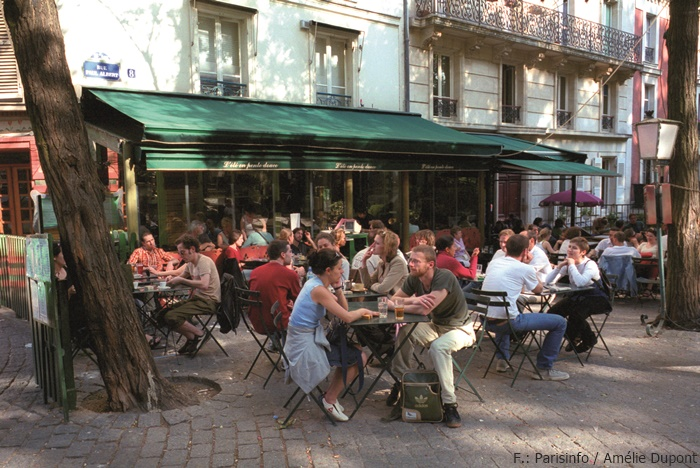 Ein Café in der Rue Paul Albert am Montmartre