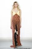 Originell: Kleid über schmaler Hose