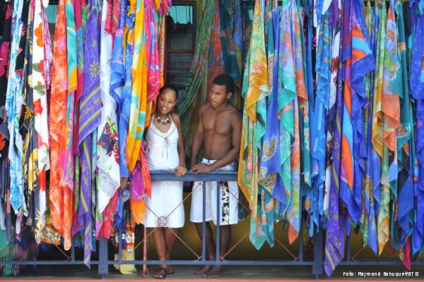 Markt mit bunten Tüchern auf den Seychellen