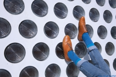 Blaue Socke zum braunen Schuh - warum eigentlich nicht? Foto: Birgit Kaulfuß