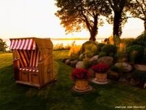 Abendstimmung im Garten des Vitalhotels Alter Meierhof Foto: PR