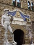 """Die Kopie des berühmten """"David"""" von Michelangelo vor dem Palazzo Vecchio in Florenz"""