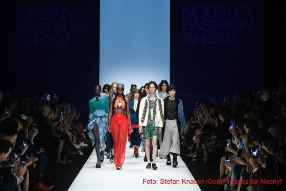 NEONYT-Show