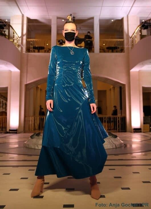 "Anja Gockels virtuelle Umarmung: ""Embraceland"" im Hotel Adlon"